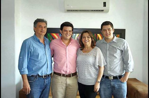 Alejandro Lyons de la E., Alejandro Lyons Muskus, Luz E. Muskus y Juan  Muskus.