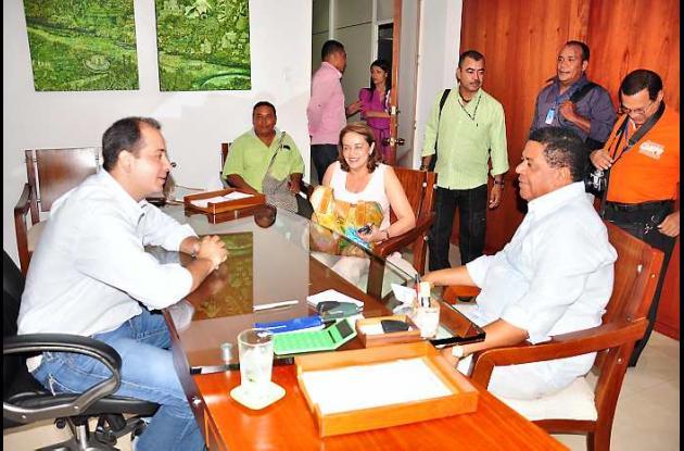 El alcalde de Cartagena Campo Elías en el despacho del alcalde de Montería
