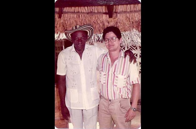 Alejo Durán en su casa de Planeta Rica en 1986 con Edgar Cortés.