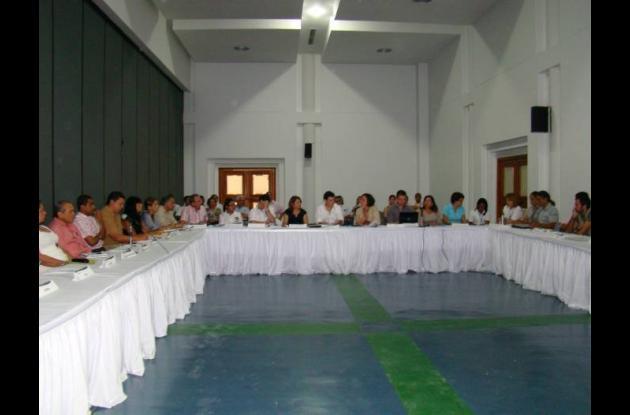 Representantes de las ONG reunidos con el gobernador Alejandro Lyons.