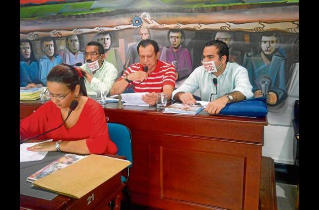 Concejales debatieron ayer el tema de los megacolegios.