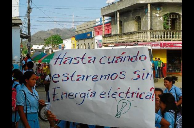 Los estudiantes protestan porque llevan más de 15 días sin luz en los colegios.
