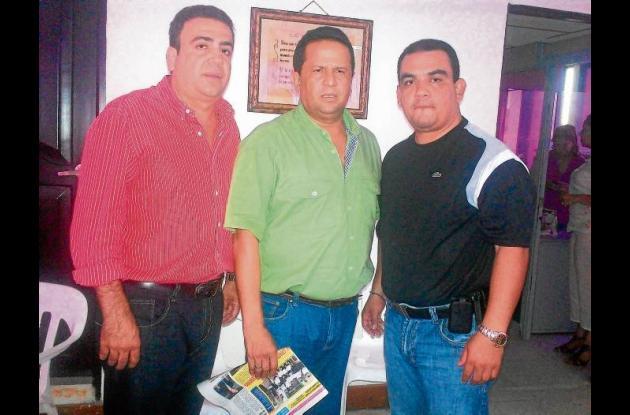 Los senadores Antonio Correa y Musa Besaile reunidos con el alcalde Padilla