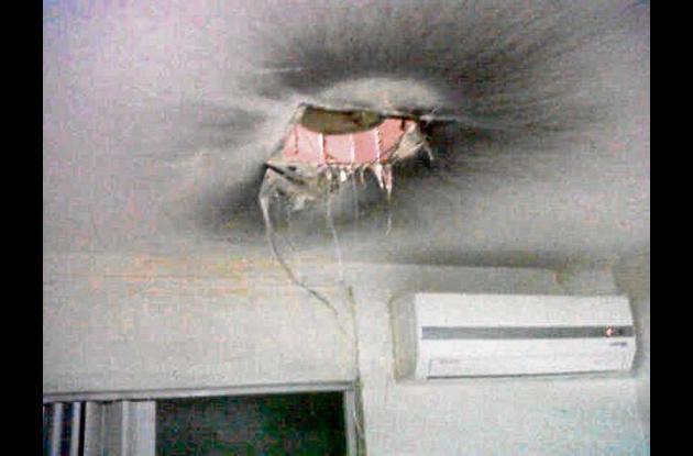 Así quedo el techo de la unidad de cuidados intensivos.