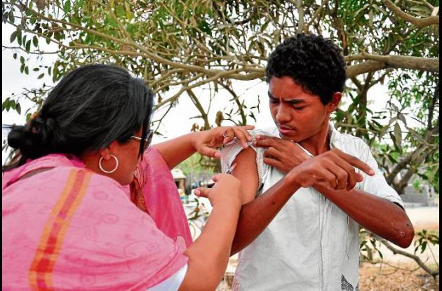 Casa a casa buscan a los niños para vacunarlos.