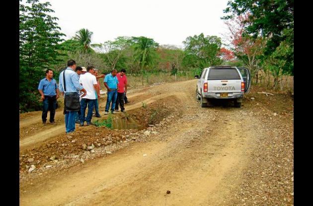 Mejorarán la vía a Loma Verde que está hecha un caos.