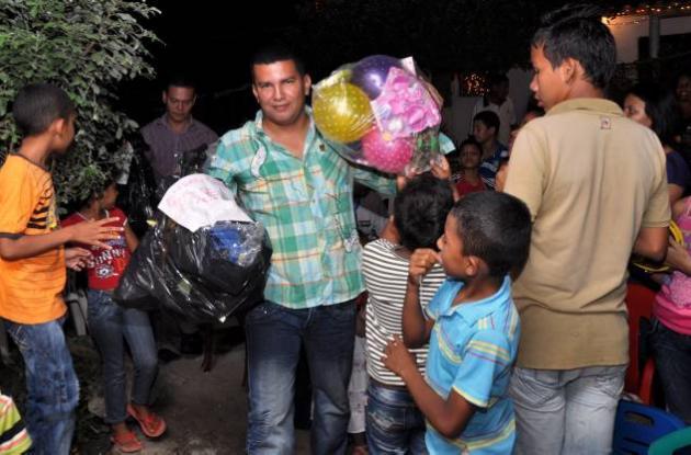 Los aguinaldos fueron donados por los socios de la SCA para los niños de Cantacl