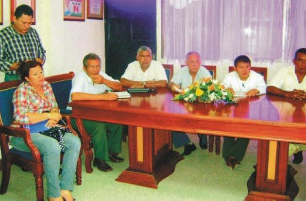 Los rectores y directores reunidos con el alcalde de Cereté.