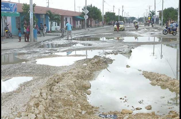 Huecos en la vía principal de Colombiatón en Cartagena.