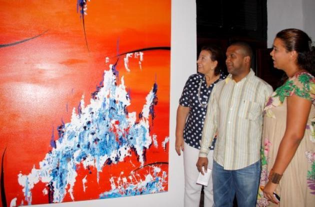 Piedad Román de Rojás, el expositor, Mi-guel Morales y Juliana Rojas Román.