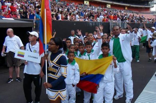 Los niños desfilaron entusiasmados el día de la inauguración en el torneo.