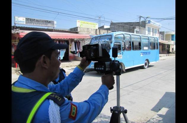 Controles viales en el barrio San José de los Campanos