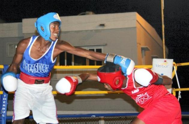 Boxeo V copa la candelaria-iderbol se realiza en el coliseo bernardo caraballo