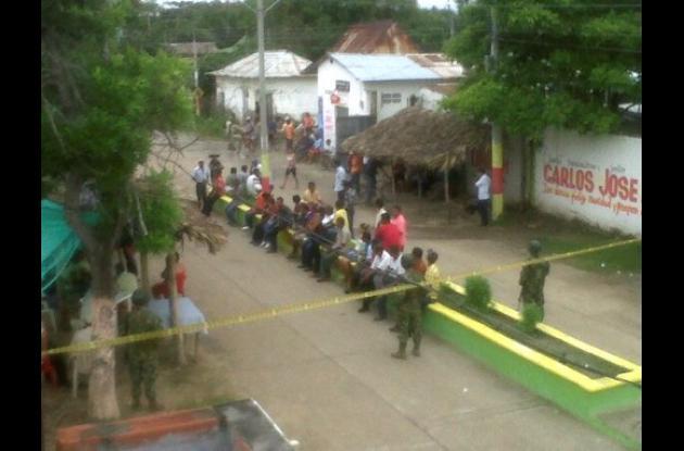 Los militares custodian la sede de la Alcaldía para evitar que sea quemada.