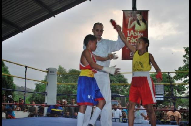 escuela de boxeo en la liga de las Fuerzas Armadas