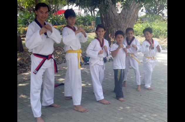 exhibiciones de karate en el parque de la Ronda del Sinú.