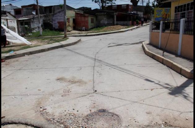 La víctima estaba sentado en una esquina en la calle del Crack, en el barrio Las