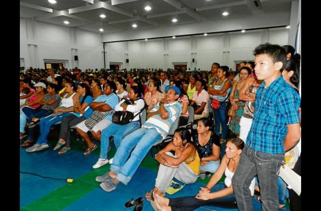 Monterianos interesados en el tema de subsidios de vivienda.