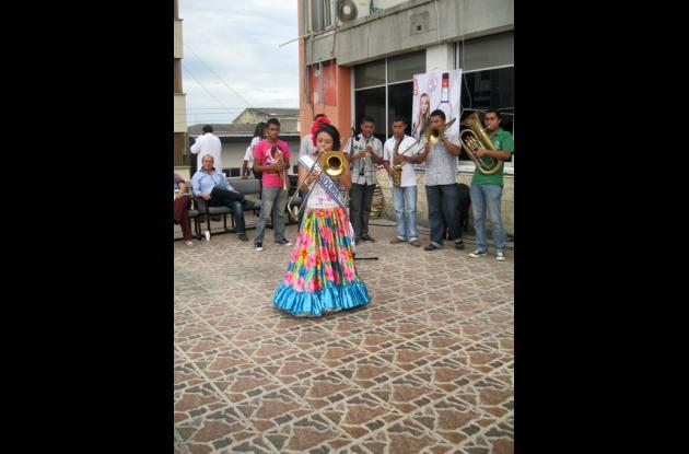 Pauly Pilar Páez Padilla, candidata al Reinado Nacional del Folclor, en Ibagué.