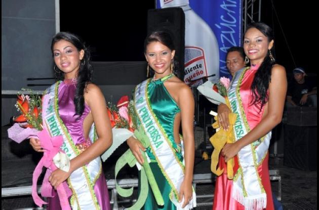 Daniela Baldomiro, Erika Mesa y Yenis López, primera, segunda y tercera princesa