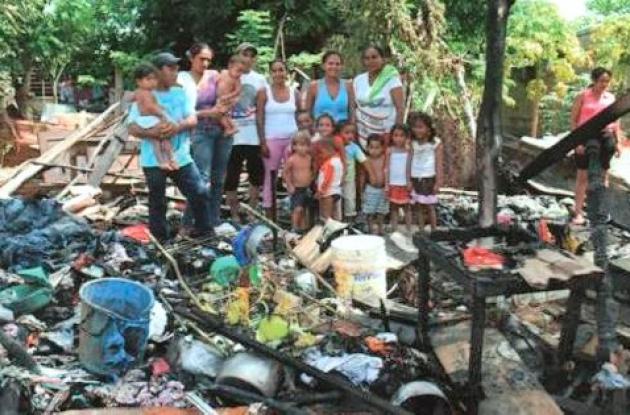 La casa fue arrasada por las llamas en Montelíbano.