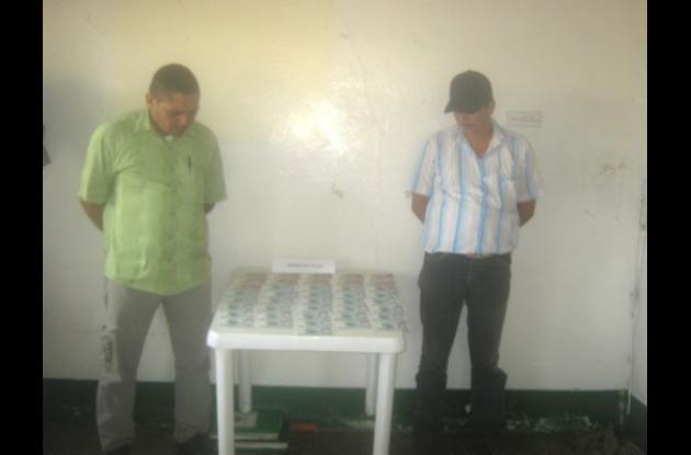 Luis Hernández y William Pérez, capturados con billetes falsos.