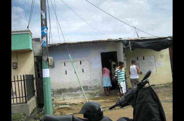 En esta casa del barrio Cantaclaro fue velada la joven.