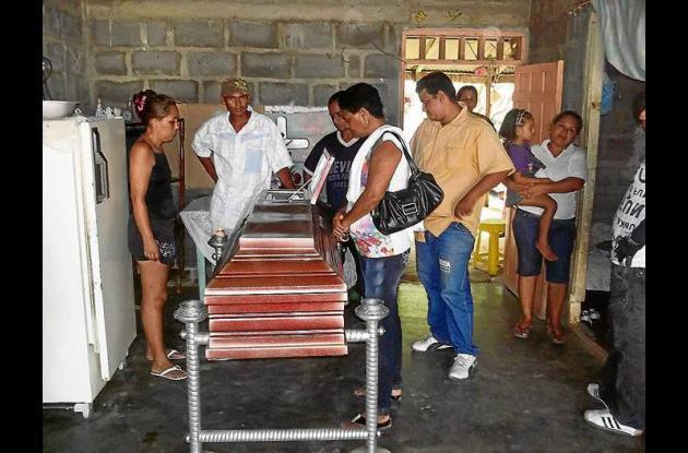 La comunidad del barrio Pastrana Borrero ayer despidió a la niña Lesy Torres.