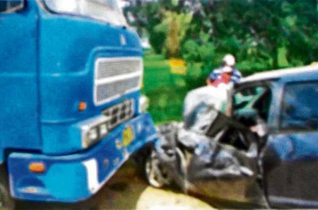 Una volqueta y un automóvil chocaron en la vía que de Motería conduce a Planeta