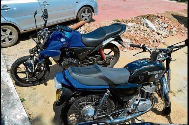 Las dos motos involucradas en el accidente de Sahagún.