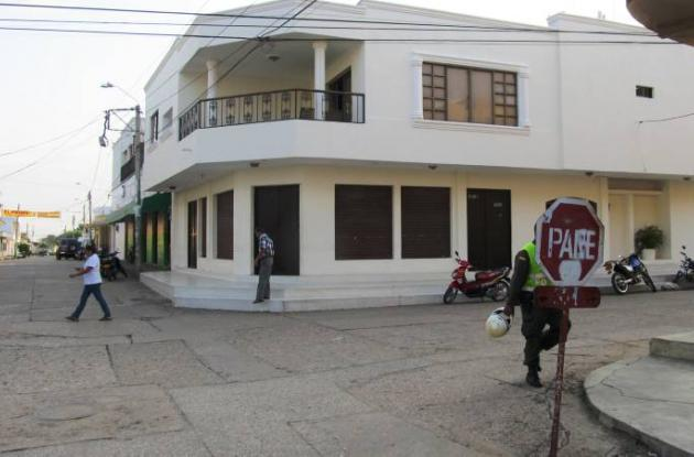 A casa de la familia Náder, a dos cuadras de la Policía, entraron cinco hombres