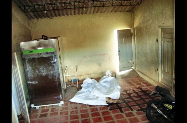 Los cuerpos de los hermanos José Luis y Jorge Luis Pájaro Robles, asesinados.