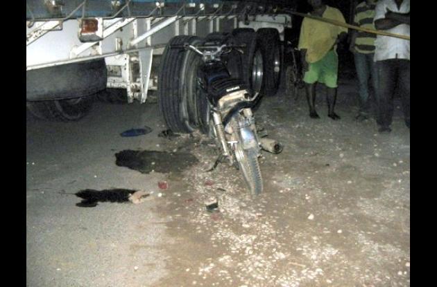 motocicleta en que se movilizaba Luis Coronado cuando fue atropellado