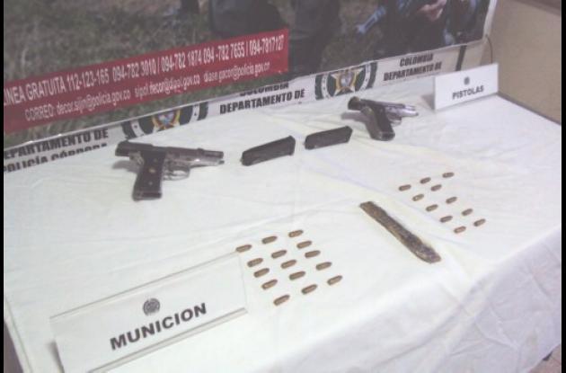 A los capturados les decomisaron pistolas, proveedores, cartuchos y celulares.