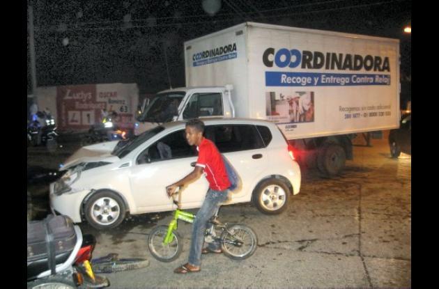 choque entre dos vehículos, que originó un trancon en dicho sector de Montería.