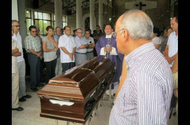 la ceremonia religiosa se cumplió en la iglesia del barrio Costa de Oro de Mont