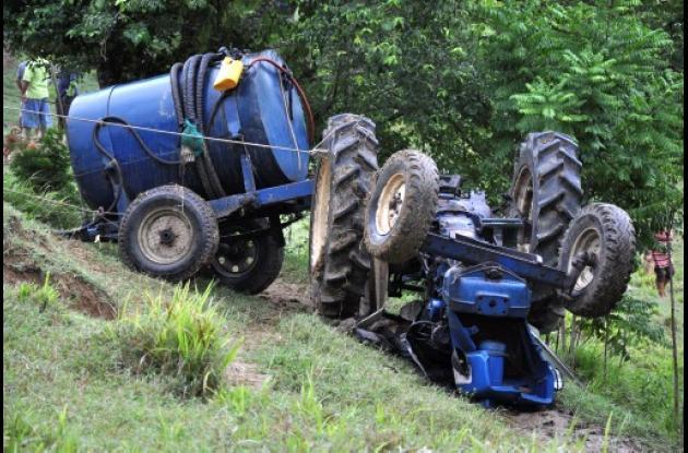 Un campesino murió en accidente con un tractor