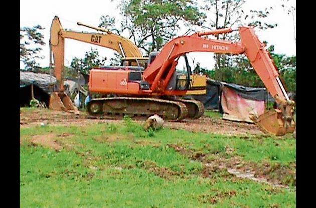 maquinaria utilizada para la explotación ilícita de minería