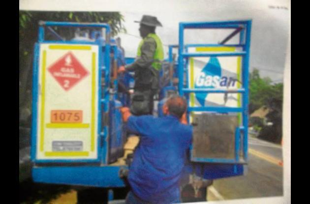 Los cilindros eran transportados  en un camión de la empresa gasan en Sahagún.