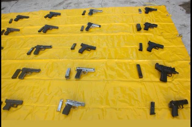 Estas son las 28 pistolas que decomisó la Policía y  que eran transportadas para