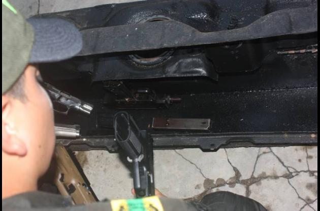 En esta parte del vehículo los delincuentes camuflaron las armas, decomisadas po