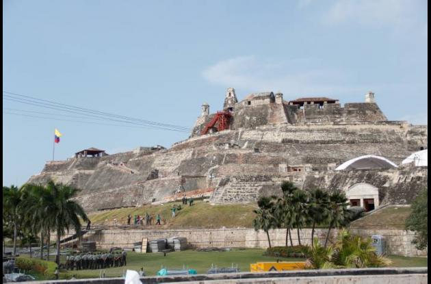 La instalación de tarimas y carpas en el Castillo San Felipe preocupa