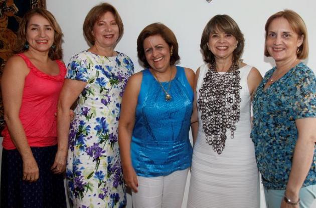 Claudia Sanclemente, Julia de Dávila Pestana, Lucía Pereira; la cumplimentada, Ana luz Porto y Carmencita Espinosa.