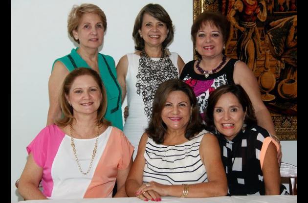 De pie: Carmen de Henrríquez, Ana luz porto y Margarita de Brigard; sentadas: Tere de Morales, Miriam de Espinosa, Rosario Díaz de Granados.