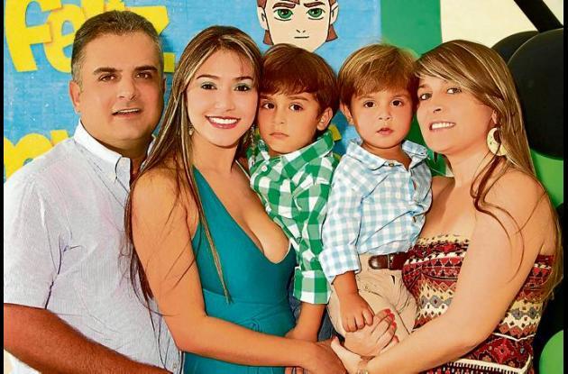 John Moisés Besaile Martínez con su familia