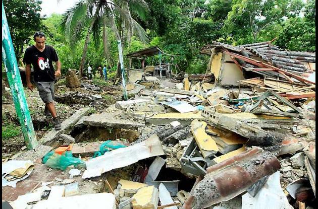 Los damnificados deambulan entre las ruinas de sus casas. Aunque hay la orden de
