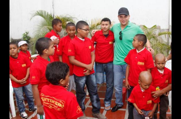 Silvestre Dangond cumplió con los niños de Fundevida