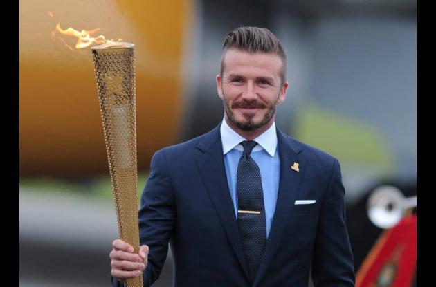 David Beckham encendió la primera antorcha dorada en suelo británico.