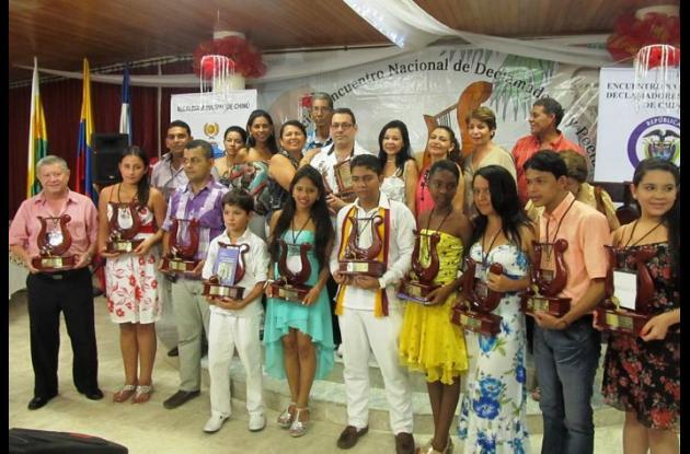 Grupo de ganadores del Encuentro nacional de declamadores.