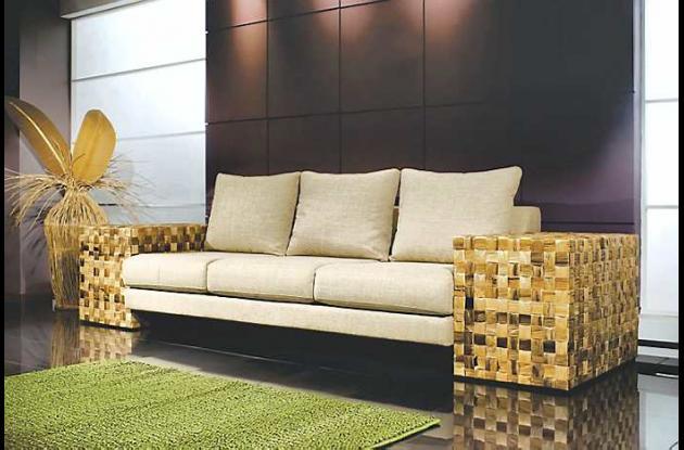 Los brazos de este sofá están tejidos en fibra de plátano.